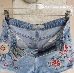 Topshop Shorts - 8 women TOPSHOP MOM denim shorts cutoff festival